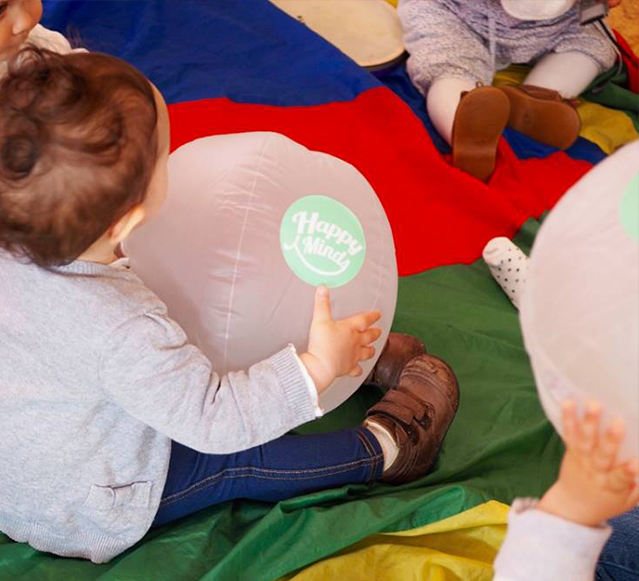 Bebé com balão